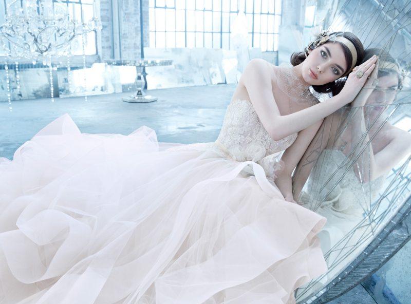 8 Inspirasi Gaun Pengantin 2018 Yang Dijangka Hangat Serius Cantik