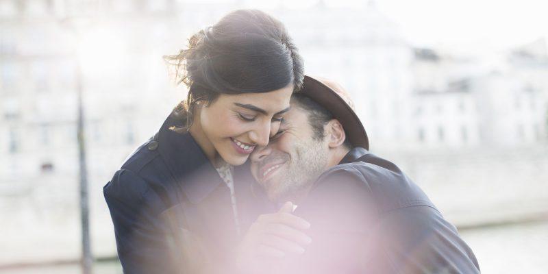 Jangan Ambil Remeh, Ketahui 7 Cara Pelukan Sempurna Yang Buat Pasangan Rasa Disayangi!