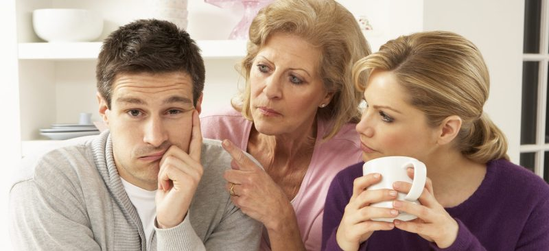 Kahwini Lelaki Jenis 'Anak Mak'? Ini 7 Cara Relevan Yang Boleh Anda Buat Untuk Kendalikannya