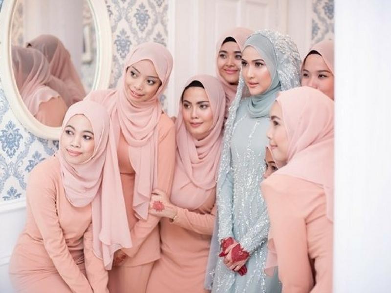 Make Sure Kawan-Kawan Jenis Ini Yang Anda Bawa Bila Cari Baju Kahwin