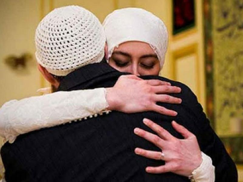 Lebih Kerap Peluk Isteri, Lebih Tenang & Bahagia Hati Mereka. Kongsi Lelaki Ini