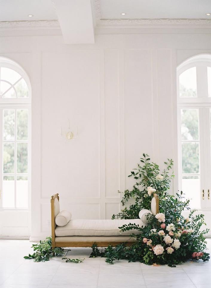 Ringkas Dan Minimalis Susun Atur Yang Tepat Boleh Membangkitkan Dekorasi Menawan Hanya Gunakan Lilin Bunga Daun Segar Kerusi Serta Kain Net