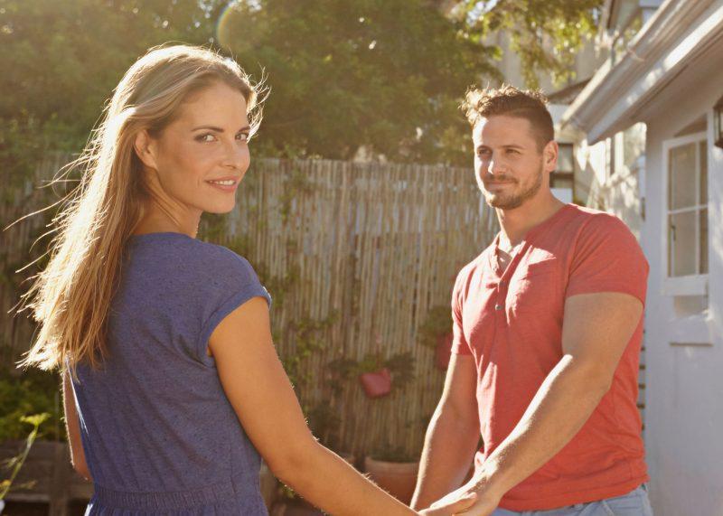 Hey Wanita, Ini 8 Tanda Lelaki Mula Jatuh Cinta Pada Anda! No. 4 Tu Memang Betul